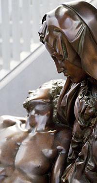 michelangelo-pieta-bronze-sculpture