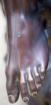 michelangelo-pieta-foot
